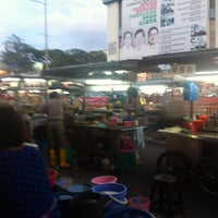 Photo taken at New Lane Hawker Stalls by Chee Seng T. on 1/22/2013