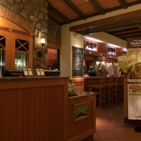 Photo taken at Olive Garden by Victor O. on 6/1/2014