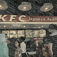 Photo taken at KFC by B U L I S  ( سار بوليس ) on 1/20/2013