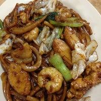 Photo taken at Restoran Win Heng Seng (永兴城茶室) by Mei Y. on 11/28/2012