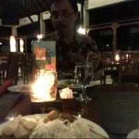 Photo taken at Bar & Resto Jayakarta Hotel & Resort by Nia R. on 4/23/2013