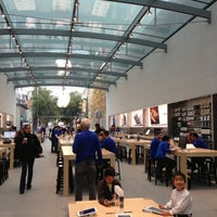 Photo taken at Apple Palo Alto by Alfred C. on 11/17/2012