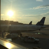 Photo taken at Gate 4 by Shasell on 7/9/2014