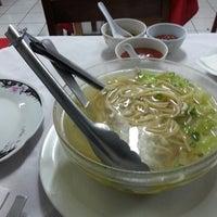 Photo taken at Restaurante Oriental by Little G. on 5/11/2014