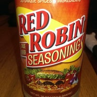 Photo taken at Red Robin Gourmet Burgers by Diana R. on 10/21/2013