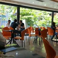 Photo taken at Panadería y Pastelería Villa La Trinidad by Carolina L. on 9/29/2016