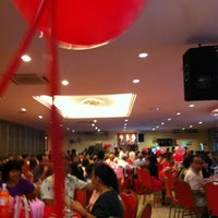 Photo taken at 双喜楼冷气酒家 by Emily Chiew . on 9/23/2012