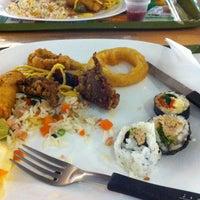 Photo taken at Jin Jin Wok Gastronomia Asiática by 👑 Marla F. on 9/11/2014