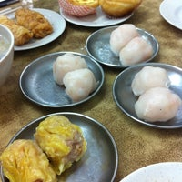 Photo taken at Swee Choon Tim Sum Restaurant by Jac on 12/8/2012