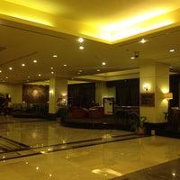 Photo taken at The Sultan Hotel & Residence Jakarta by Fujita N. on 4/24/2016