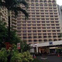 Photo taken at The Sultan Hotel & Residence Jakarta by Fujita N. on 5/20/2016