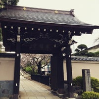 Photo taken at 東福寺 by meiwentii on 4/4/2015