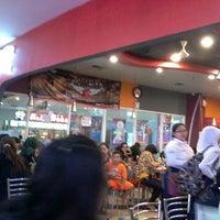 Photo taken at KFC by Raster A. on 6/15/2013