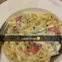 Photo taken at Pizza Hut by Mir4 R. on 8/3/2016