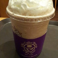 Photo taken at The Coffee Bean & Tea Leaf by Seung Hyung L. on 5/27/2014
