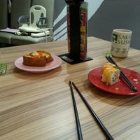 Photo taken at Sakae Sushi by Miss L. on 8/16/2013