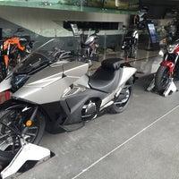 Photo taken at Honda Big Wing by Ronamedo N. on 5/26/2016