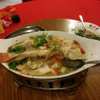 Photo taken at Weng Kee Seafood Restaurant (永记海鲜饭店) by litterbiswas on 5/31/2015