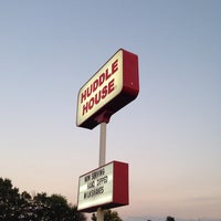 Photo taken at Huddle House by Wesley W. on 9/25/2013