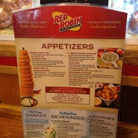 Photo taken at Red Robin Gourmet Burgers by Jess K. on 7/6/2013