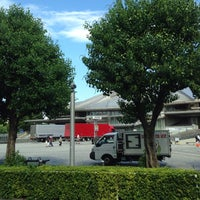 Photo taken at 都営バス 千駄ヶ谷駅前 by コタケムンパス on 7/11/2014
