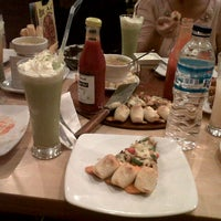 Photo taken at Pizza Hut by Rina A. on 11/29/2012