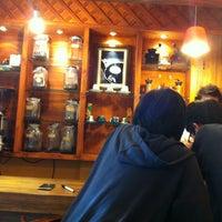 Photo taken at 맘C 좋은 아저씨가 내려주는 기분좋은 Coffee by Jaho L. on 7/1/2012