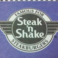Photo taken at Steak 'n Shake by Joshua L. on 12/2/2011