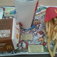 Photo taken at McDonald's by Ricardo L. on 1/18/2012