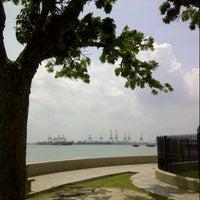 Photo taken at Esplanade (Padang Kota Lama) 舊關仔角 by Thief o. on 8/21/2012