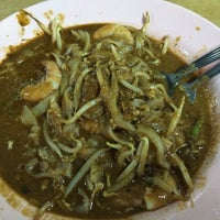 Photo taken at Char Kuey Teow Al-Karia by Jay L. on 2/1/2014