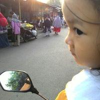 Photo taken at Pasar kaget musyawarah by Roni U. on 7/31/2014
