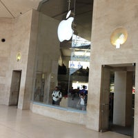 Photo taken at Apple Carrousel du Louvre by Pavel N. on 4/29/2013