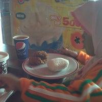 Photo taken at KFC by Imaniyah S. on 8/29/2013