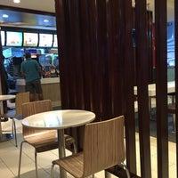 Photo taken at McDonald's by Fan J. on 9/13/2016