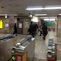 Photo taken at Midosuji Line Yodoyabashi Station (M17) by 📍🌏 ぴゅ↪︎ん 🌎📍 ﹆. on 12/14/2012