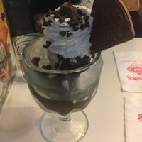 Photo taken at Swensen's by ToEy on 10/18/2016