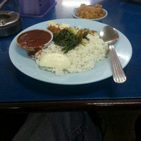 Photo taken at Restoran Nasi Lemak Lido by Hazwan H. on 8/29/2015