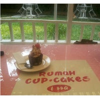 Photo taken at Rumah Cupcakes & BBQ by Arghy R. on 10/16/2014