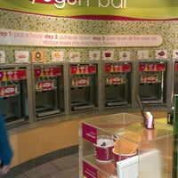 Photo taken at Menchie's Frozen Yogurt by Roy W. on 9/19/2013