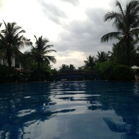 Photo taken at Radisson Blu Temple Bay by Varun B. on 6/27/2013