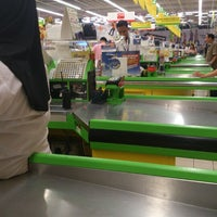 Photo taken at Giant Hypermarket by Hapiz on 12/19/2012
