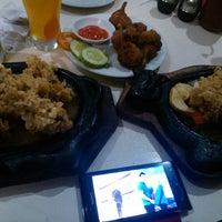 Photo taken at Waroeng Steak & Shake by Dewi S. on 1/25/2014