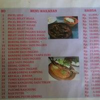 Photo taken at Spesial Belut Surabaya H. Poer by Ardhee A. on 8/18/2013