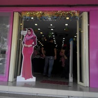 Photo taken at Ariani Boutique ( Scarf & Shawl ) by Khaizal A. on 7/26/2014