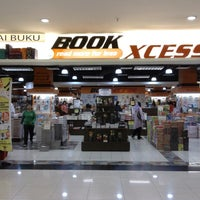 Photo taken at BookXcess by Samson C. on 7/25/2013