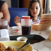 Photo taken at Jollibee by Yucelverneydauphine E. on 8/31/2016