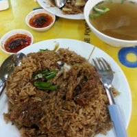 Photo taken at Soon Kee Duck Rice Eating House 顺记餐室 by Joe Lim on 12/5/2012