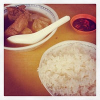 Photo taken at Restoran Sze Hwa Bak Kut Teh (古来世华肉骨茶) by 兴 兴. on 11/14/2012