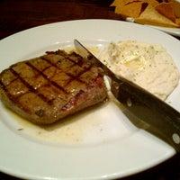 Photo taken at LongHorn Steakhouse by Ricardo C. on 12/29/2012